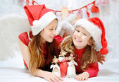 Portrait of laughing young sisters — Stock Photo