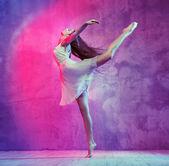Flexible young ballet dancer on the dance floor — Stock Photo