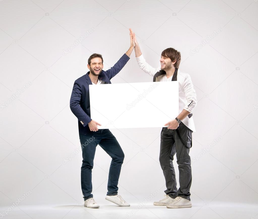 два симпатичных парня друг друга