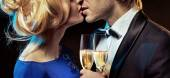 Romantic couple kissing and drinking champagne — 图库照片