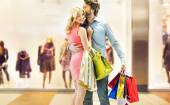 Couple enjoying leisure in the mall — Stock Photo