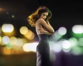 Portrait of an alone pretty brunette woman — Stock Photo