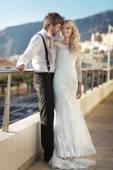 年轻人结婚夫妇在蜜月期间 — 图库照片