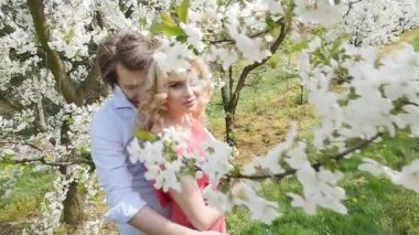 Cheerful couple enjoying leisure time in the orchard — Stock Video