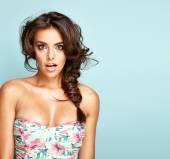 Portrait of a surprised brunette woman — Stock Photo