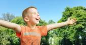Cute little boy enjoying the summer — Stock Photo
