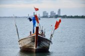 Fishing boat floating in a sea — ストック写真