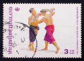 A stamp printed in Thailand ,shows Thai boxing style from the series Thai Heritage Conservation — Foto Stock