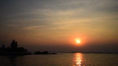 Cielo di tramonto in mare, Sriracha, Chonburi, Thailand — Video Stock