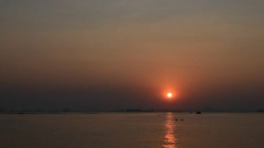 Time lapse of sunset scene at sea, Sriracha, Chonburi, Thailand — Stock Video