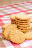 Round cookies on a table — Stock Photo