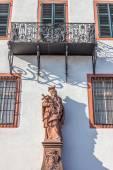Bishop statue at historic palace — Stock Photo