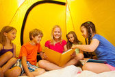 Five kids read books in tent — Stock Photo