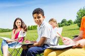 дети, рисование эскиза-доски — Стоковое фото