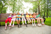 Children with notebooks sit on bench — Stock Photo