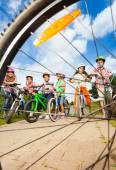 Kids with helmets hold bikes — Stock Photo