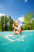 Beautiful girl drawing chalk image — Stock Photo