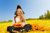 Halloween girl in costume of pirate — Stock Photo