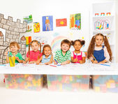 Kids drawing and filling letters — Foto Stock