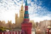 Kotelnicheskaya embankment and Beklemishevkaya tower — Stock Photo