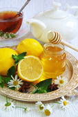 English tea with lemon on a white wooden table. — Stock Photo