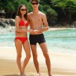Happy couple in sunglasses on the beach — Stock Photo #61601459
