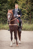 Groom on horse — Stock Photo