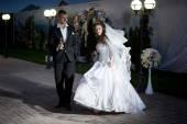 Groom bride dance — Stock Photo