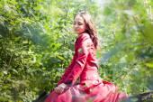 Brunette girl on horse — Fotografia Stock