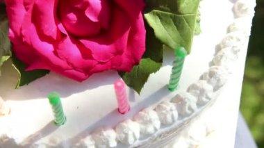 Hands rotating white creamy cake — Stock Video
