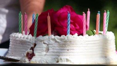 Hands white creamy cake — Stock Video