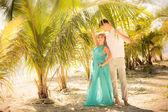 Young happy asian couple on honeymoon — 图库照片