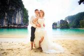 Blonde bride and handsome groom — Foto de Stock