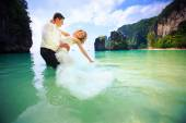 Bride and groom in sea water — Stock Photo
