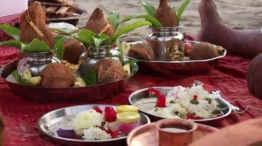 Hindu brahmins on wedding ceremony — Stock Video