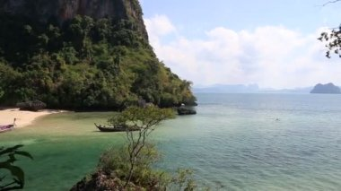Tropic island in azure sea in Thailand — Stock Video