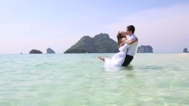 Bride and groom in water — Stock Video