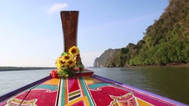 Thai longtail boat drifting in river — Stock Video