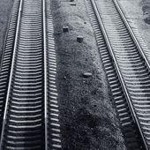 Gece siyah ve beyaz, demiryolu — Stok fotoğraf