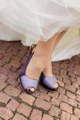 Purple wedding shoes — Stock Photo