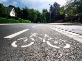 Bicycle road sign on asphalt — Стоковое фото