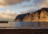 Cliffs of Los Gigantes at sunset. Canary Island, Tenerife. Spain — Stok fotoğraf