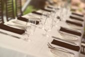 Table setting. Glasses and plates on table in a restaurant — Stock Photo