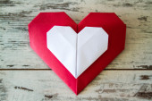 Red and White Origami Hearts — Stock Photo