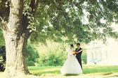 Bride and groom dancing — Stock Photo