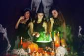 Witches brew the potion — Stock Photo