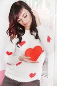 женщина с сердечками — Стоковое фото