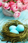 Easter still life with flowers — Stock Photo