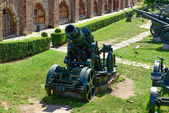 Military canons and tanks at Kalemegdan fortress as a part of Mi — Stock Photo