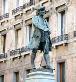 Statue of the great Italian playwright and librettist Carlo Gold — ストック写真
